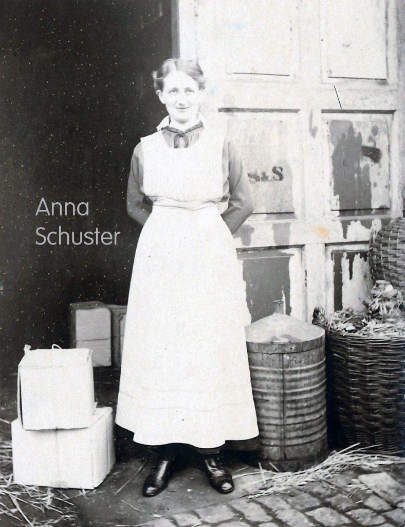 Schuster & Sohn Tradition: Anna Schuster